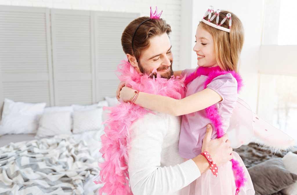 Avec le thème d'anniversaire pour enfants Disney, même les papas se prennent au jeu !